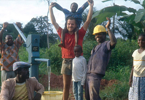 LIST Gruppe Verantwortung Zurückgeben L'eau c'est la vie  Für verbesserte Trinkwasserversorgung