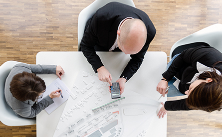 LIST Gruppe LIST Develop Commercial Leistungen Mitarbeiter Besprechung